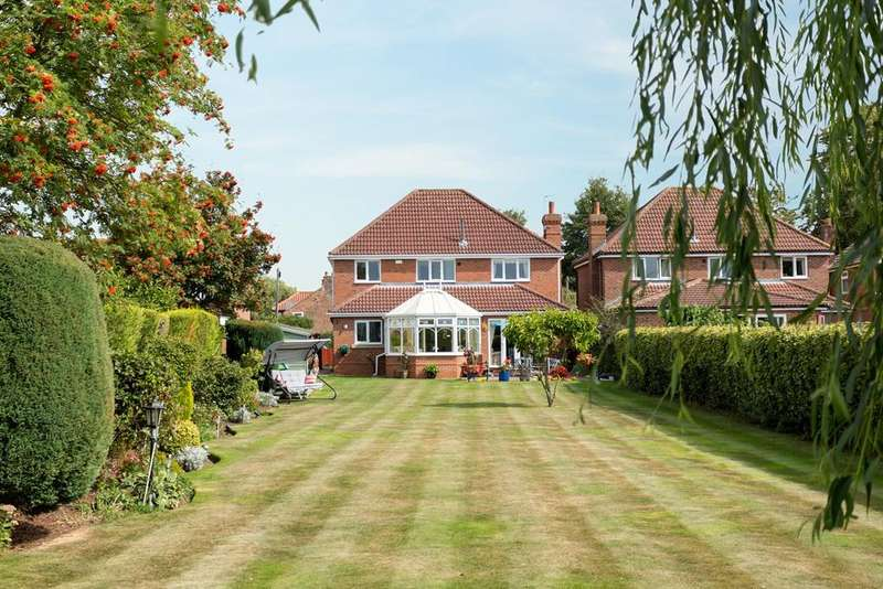 4 Bedrooms Detached House for sale in Mill Lane, Acaster Malbis, York, YO23