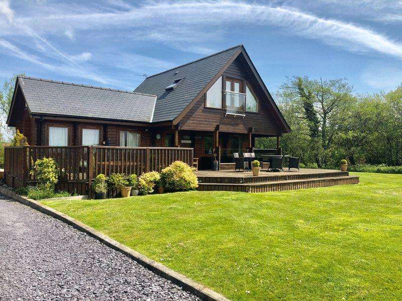 3 Bedrooms Detached House for sale in Llandegfan, Anglesey