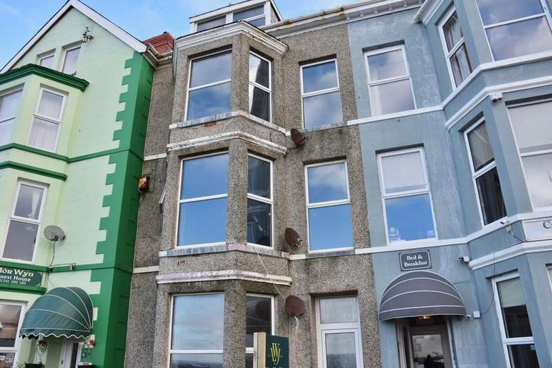 9 Bedrooms Terraced House for sale in 20 Marine Parade, Barmouth, LL42 1NA