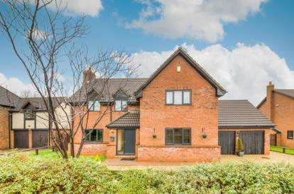 4 Bedrooms Detached House for sale in Huntingdon Crescent, Bletchley, Milton Keynes