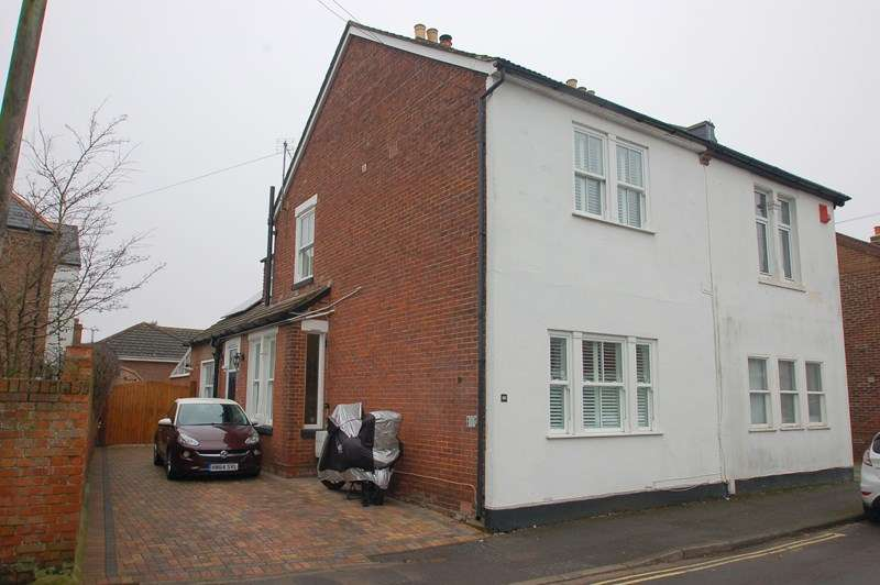4 Bedrooms Semi Detached House for sale in Priory Road, Hardway, Gosport