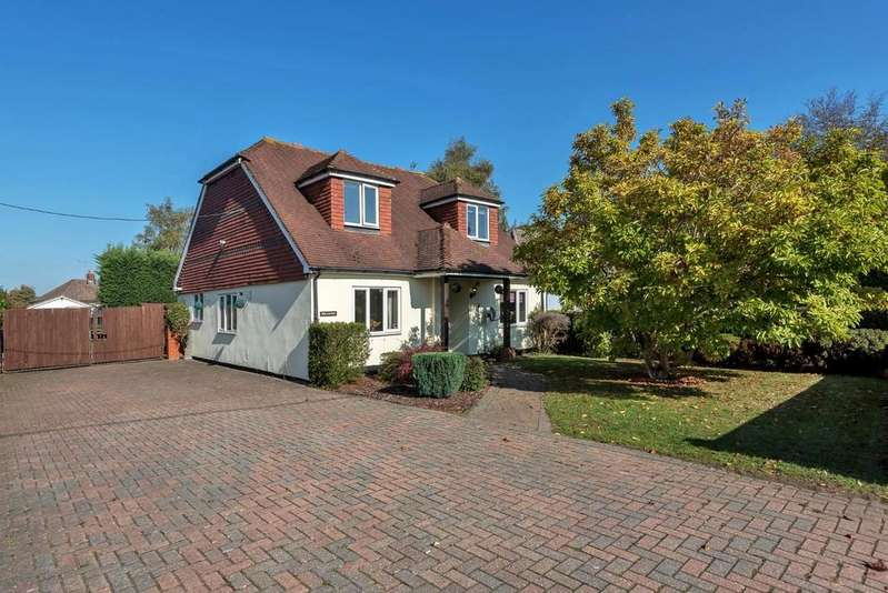4 Bedrooms Detached House for sale in Ash, Surrey