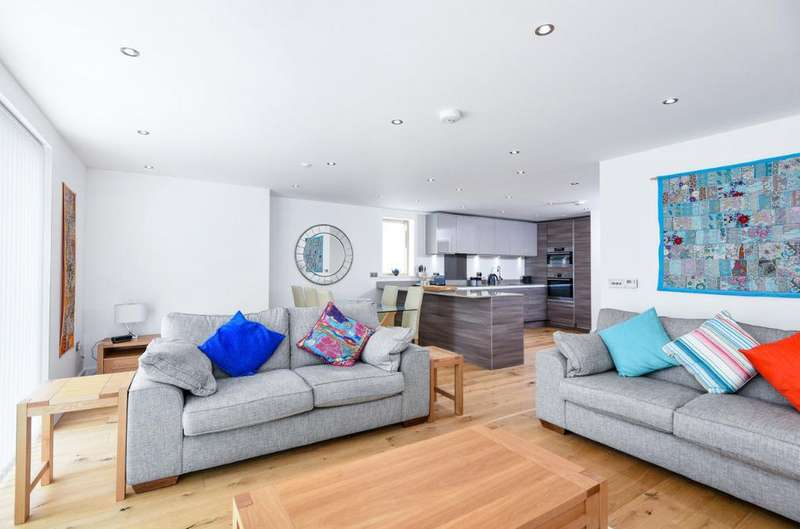 3 Bedrooms Flat for sale in Palmeira Avenue, Hove, East Sussex, BN3