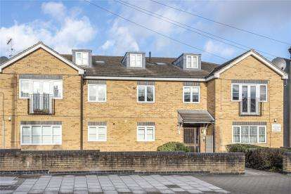 2 Bedrooms Flat for sale in Glade Court, 212 Ravenscroft Road, Beckenham
