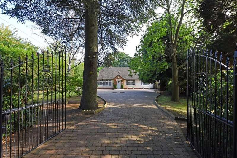 4 Bedrooms Chalet House for sale in South Farm Lane, Bagshot