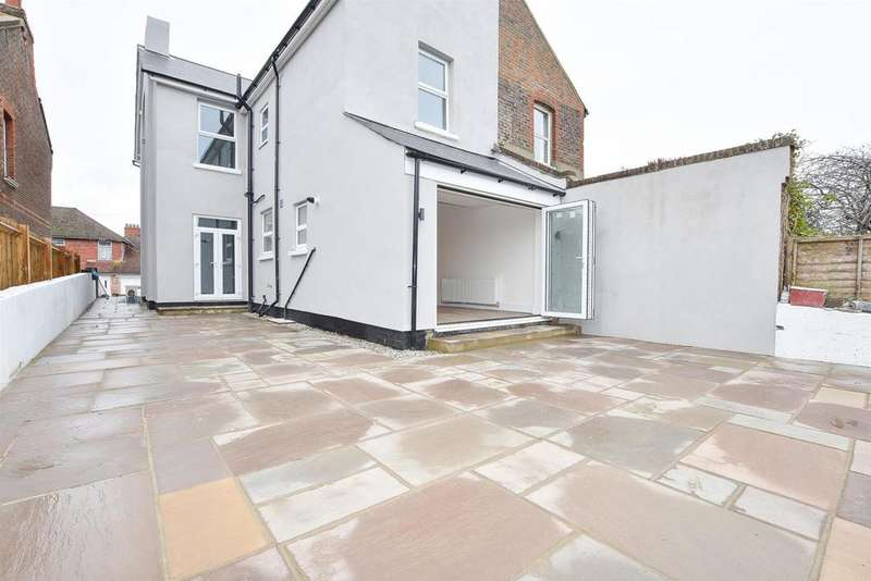 4 Bedrooms Semi Detached House for sale in Beaufort Road, St. Leonards-On-Sea