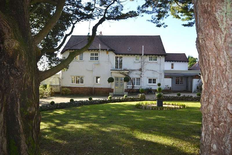 4 Bedrooms Detached House for sale in Salvington Hill, Worthing, West Sussex, BN13 3BD