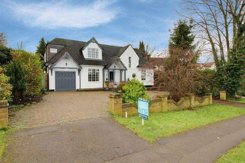 4 Bedrooms Detached House for sale in Tolmers Road, Cuffley