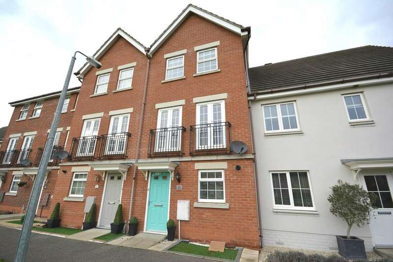 3 Bedrooms Town House for sale in Braiding Crescent, Braintree, Essex, CM7