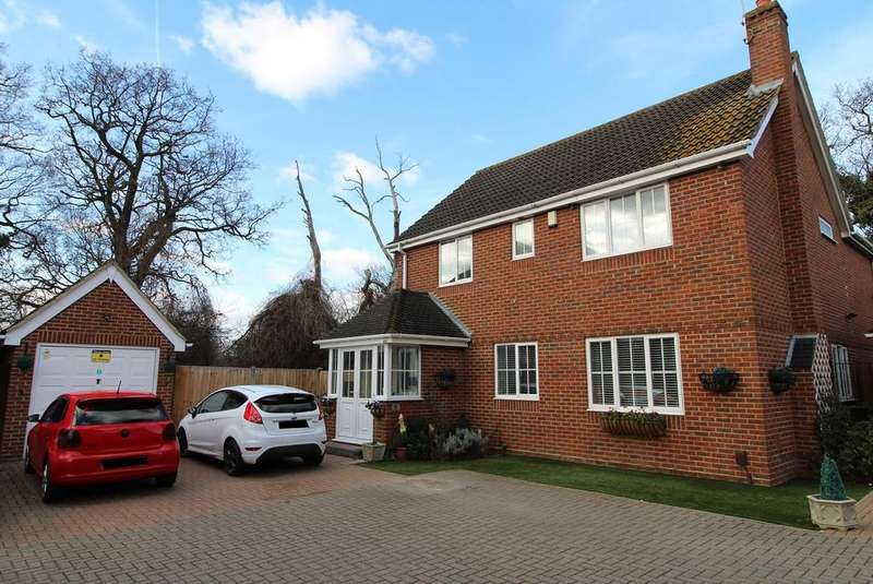 4 Bedrooms Detached House for sale in Rowan Grove, Aveley, Essex, RM15