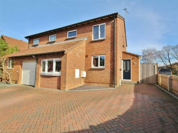 3 Bedrooms Semi Detached House for sale in Spruce Close, Creekmoor, POOLE, Dorset