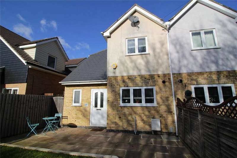 3 Bedrooms Semi Detached House for sale in Mynchens, Lee Chapel North, Laindon, Essex, SS15