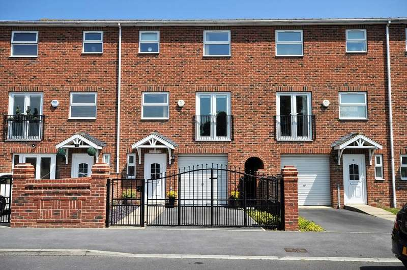 4 Bedrooms Town House for sale in Canal Side, West Street, Thorne