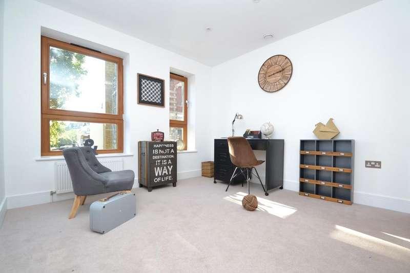 4 Bedrooms Semi Detached House for sale in Friendly Street London SE8