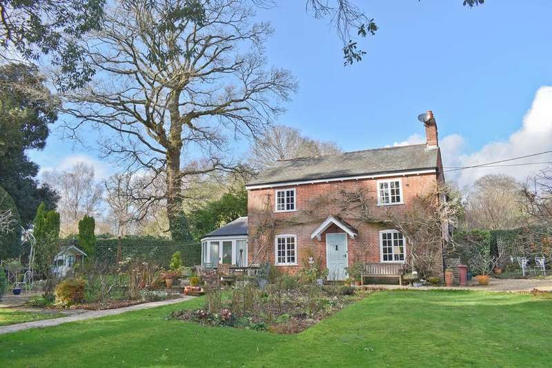 4 Bedrooms Detached House for sale in Bank, Lyndhurst, SO43