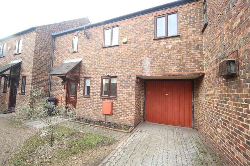 3 Bedrooms Terraced House for sale in Wren Court, New Road, Langley, Berkshire