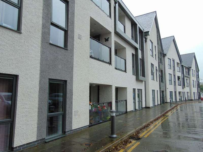 2 Bedrooms Apartment Flat for sale in 44 Greta Gardens, Crow Park Road, Keswick, CA12 5EL