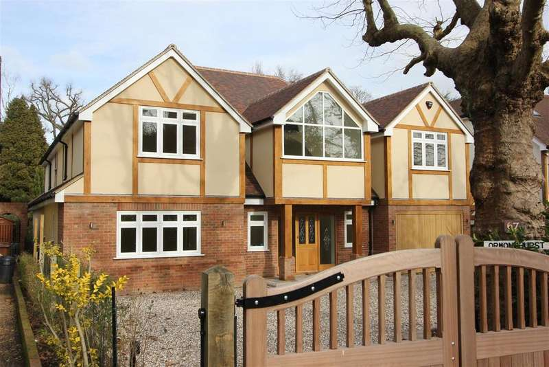 4 Bedrooms Detached House for sale in Mount Avenue, Hutton Mount, Brentwood