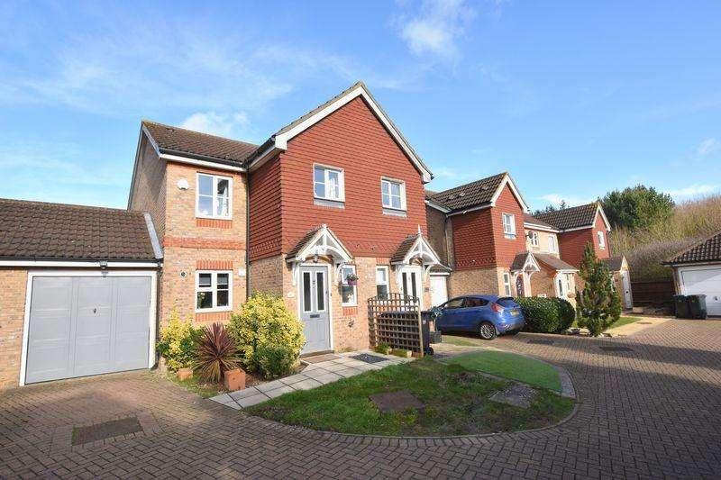 3 Bedrooms Semi Detached House for sale in Ridgeways, Harlow
