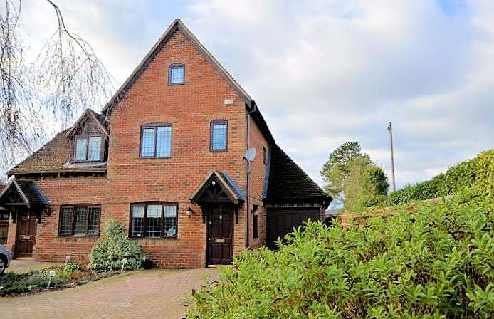 4 Bedrooms Semi Detached House for sale in King Street, Mortimer Common, Reading, RG7