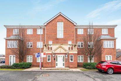2 Bedrooms Flat for sale in Bradgate Close, Warrington, Cheshire