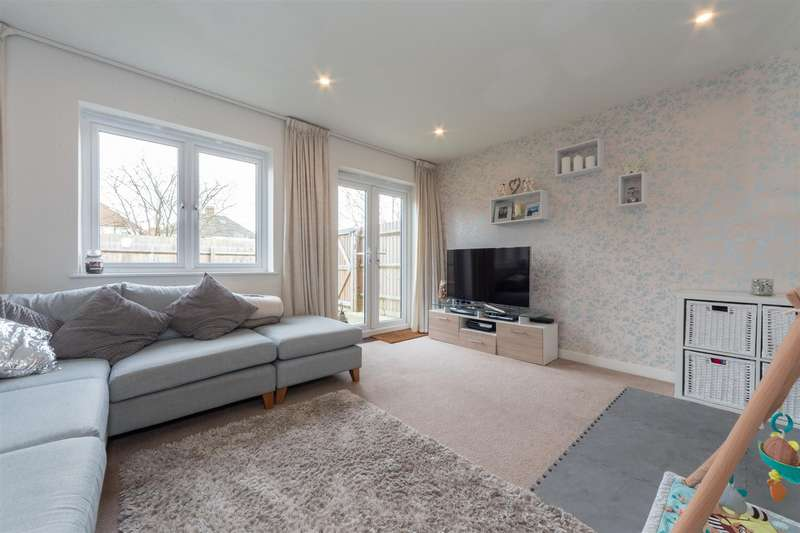 2 Bedrooms End Of Terrace House for sale in Challney Gardens, Luton