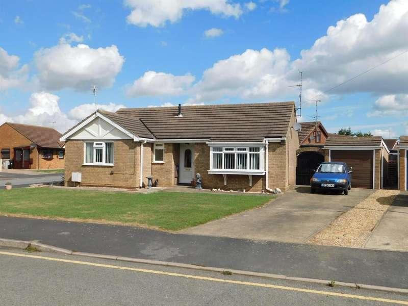 4 Bedrooms Detached Bungalow for sale in Oak Close, Ingoldmells, Skegness, PE25 1QQ