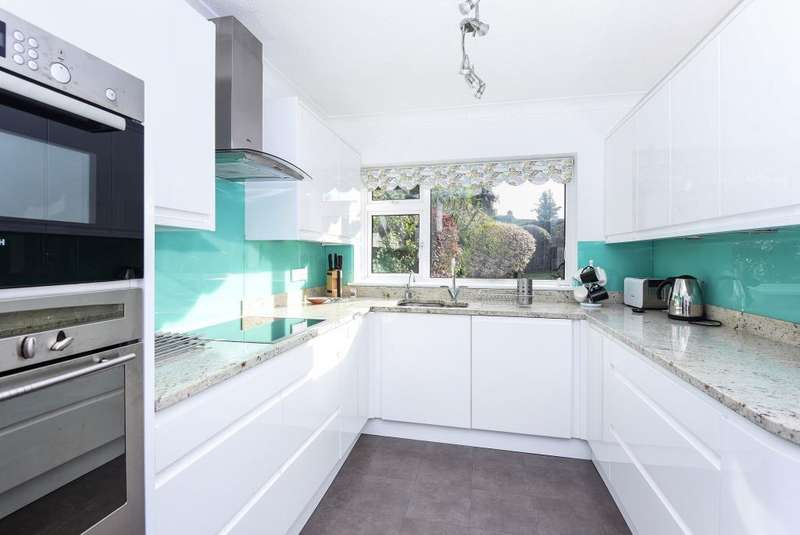 5 Bedrooms Detached House for sale in Church Meadow, Surbiton, KT6