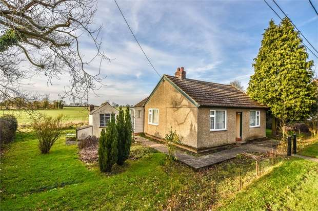 2 Bedrooms Detached Bungalow for sale in Felsted, Chelmsford, Essex