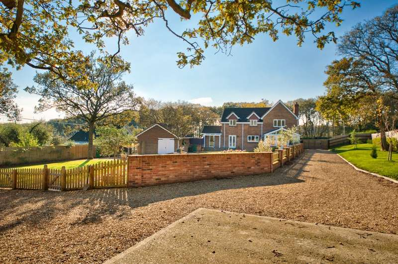 5 Bedrooms Detached House for sale in Yarmouth, Isle of Wight