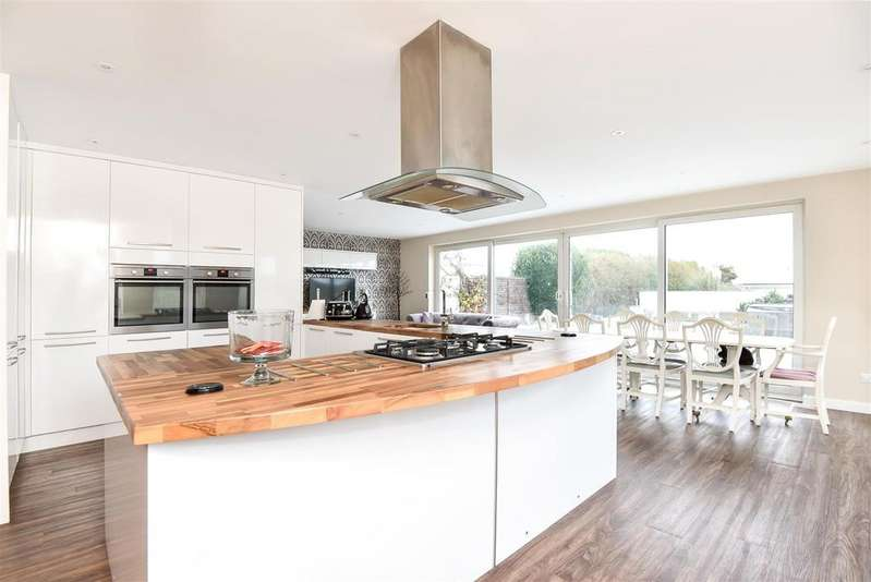 4 Bedrooms Detached House for sale in Ambleside Avenue, Peacehaven