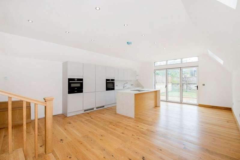5 Bedrooms Semi Detached House for sale in Waldeck Road, Ealing, W13