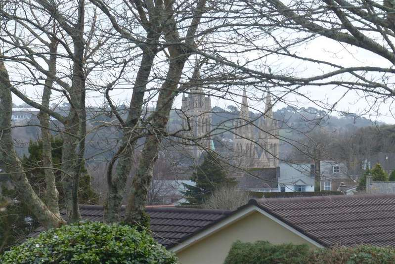 3 Bedrooms Detached Bungalow for sale in Cathedral View, Truro