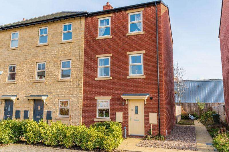 3 Bedrooms Town House for sale in Holts Crest Way, Leeds LS12 2AG