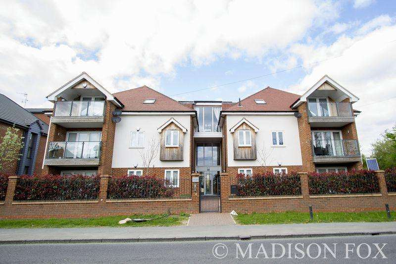 2 Bedrooms Apartment Flat for sale in Manor Road, Chigwell, IG7