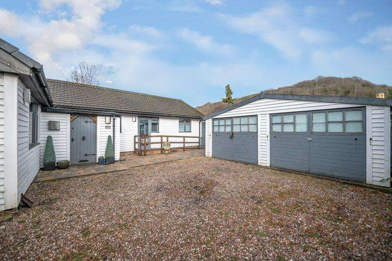 3 Bedrooms Detached Bungalow for sale in Valley Road, Ffrith, Wrexham