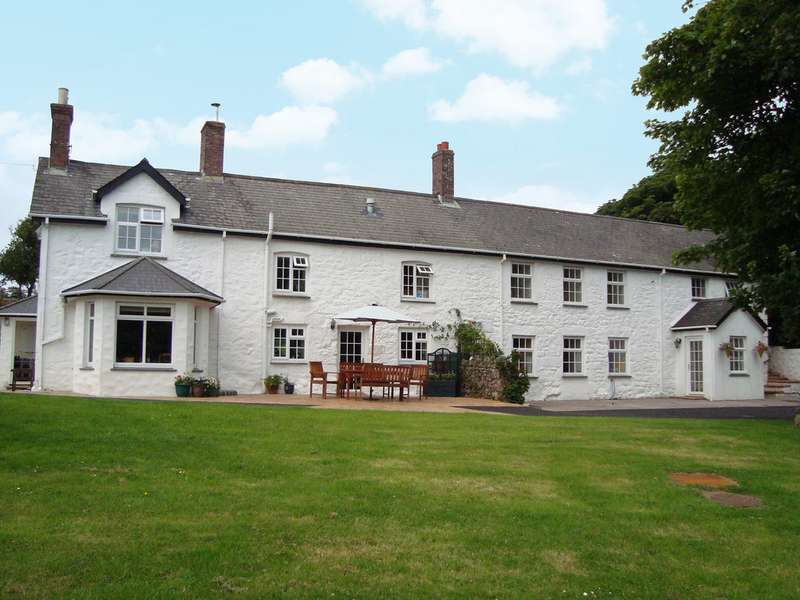 5 Bedrooms Property for sale in West Trethellan Farm Trethellan Water Lanner Redruth TR16 6BP