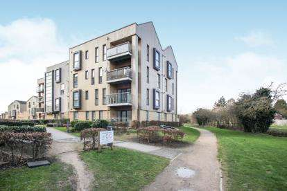 2 Bedrooms Flat for sale in Hampton Place, Richmond Drive, Houghton Regis, Dunstable