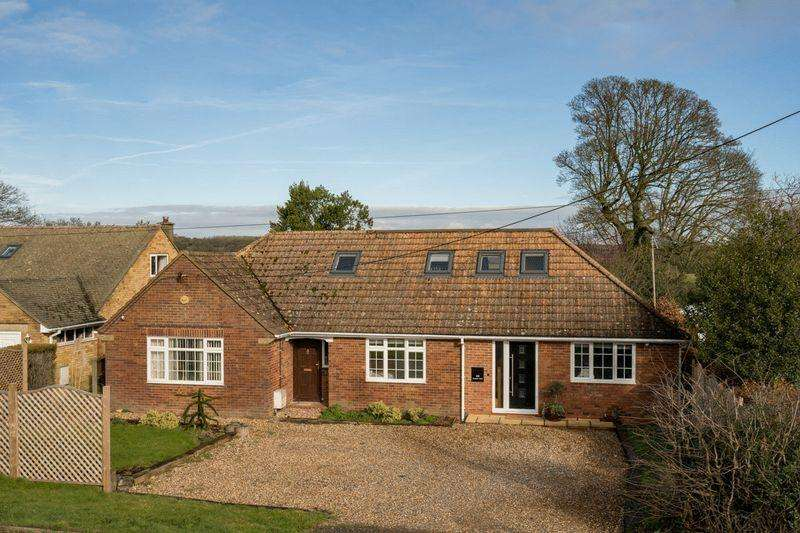 4 Bedrooms Detached Bungalow for sale in Kensworth Village