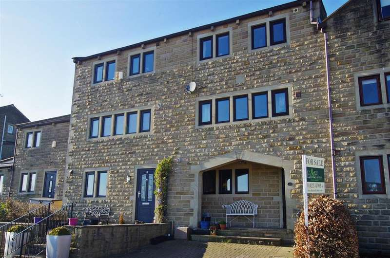 4 Bedrooms Town House for sale in White Hart Fold, Ripponden, Sowerby Bridge