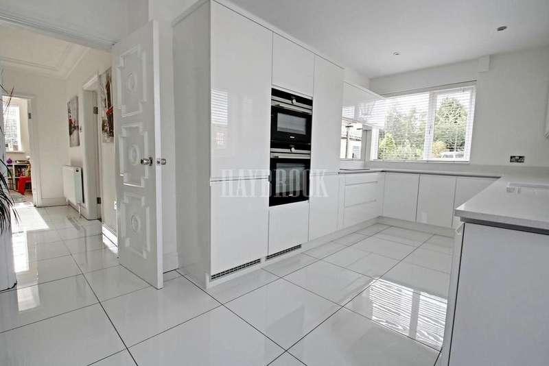 4 Bedrooms Detached House for sale in Warren Walk, Royston