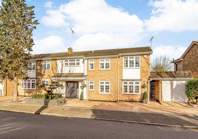 4 Bedrooms Detached House for sale in The Sheilings, Emerson Park