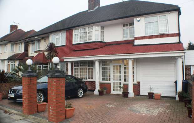 5 Bedrooms Semi Detached House for sale in Thorncliffe Road, Southall, UB2