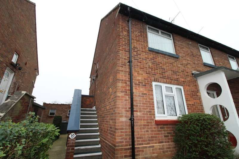 2 Bedrooms Maisonette Flat for sale in Derwent Drive, Slough, Berkshire, SL1