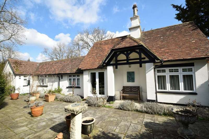 3 Bedrooms Detached Bungalow for sale in Potley Hill Road, Yateley, GU46
