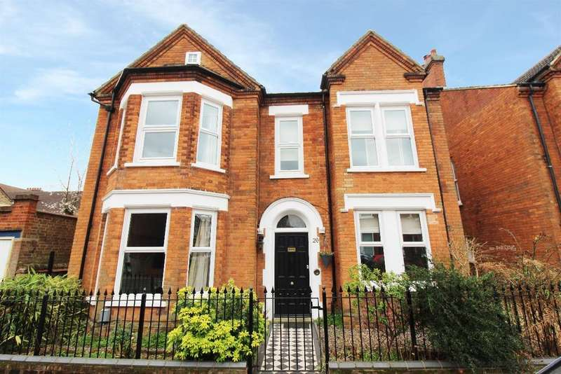 6 Bedrooms Detached House for sale in Merton Road, Bedford MK40