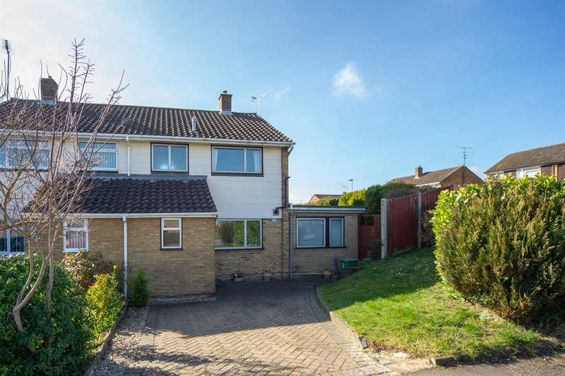 3 Bedrooms Semi Detached House for sale in Buttermere Avenue, Dunstable, Bedfordshire