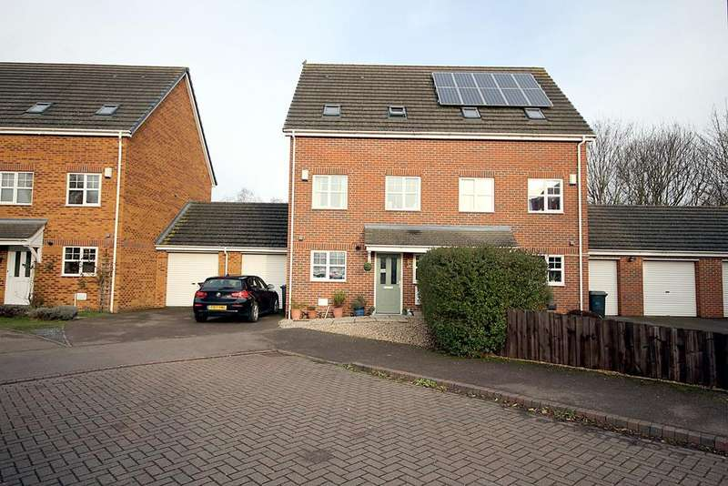 4 Bedrooms Semi Detached House for sale in Signal Close, Henlow, SG16