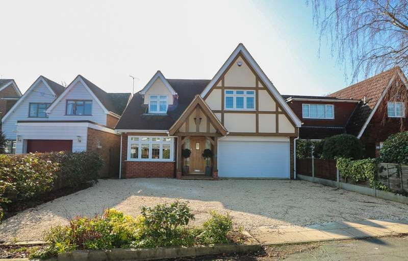 4 Bedrooms Detached House for sale in Bluebell Wood , Billericay CM12