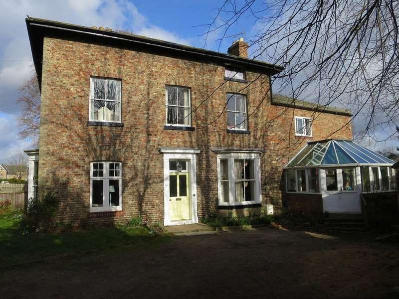 5 Bedrooms Town House for sale in 25 Welham Road, Norton YO17 9DS